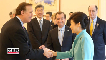 President Park thanks U.S. representative for support on 'comfort women' issue