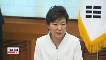 President Park meets families of Sewol-ho ferry victims
