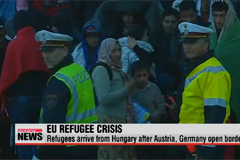 Refugees arrive from Hungary after Austria, Germany open borders