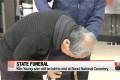 Mourners pay respects to late President Kim Young-sam