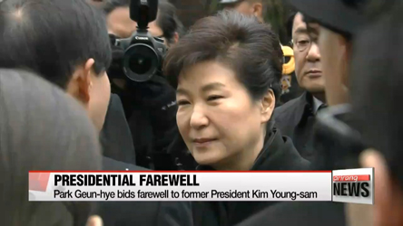 President Park bids farewell to late President Kim Young-sam