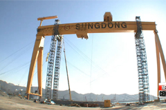 Korea's giant crane to be shipped off as the nation's shipbuilders continue restructuring efforts
