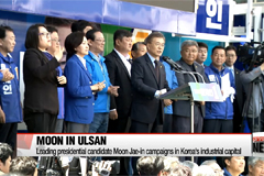 Moon Jae-in campaigns in Gyeongsangnam-do, pledging to become 'jobs president'