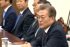 Special envoys brief President Moon, Moon names security team