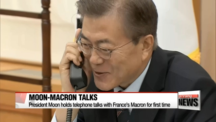 President Moon holds telephone talks with France's Macron