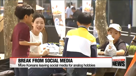 More Koreans leave social media for analog hobbies
