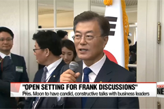 President Moon to discuss economic direction with business tycoons over beer at the Blue House
