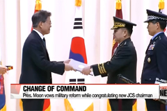 President Moon vows to reform defense while congratulating new chairman of JSC