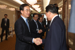 S. Korean delegation greeted by N. Korean officials, visit key facilities in Pyeongyang