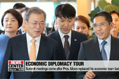 Pres. Moon arrives in Singapore, start of his two-nation tour for ASEAN·APEC Summit meetings