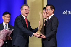 Pres. Moon stresses development of trade should better livelihoods of people