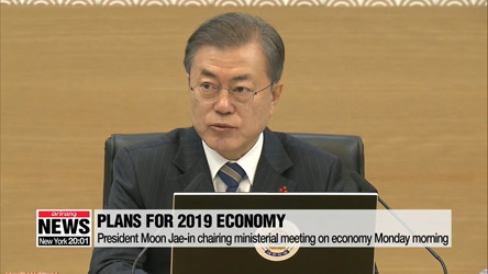 Pres. Moon chairing ministerial meeting on how to boost economy in 2019