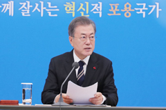 Pres. Moon hints at slowing minimum wage hikes amid backlash