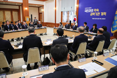 Pres. Moon calls for more reforms of powerful gov't agencies