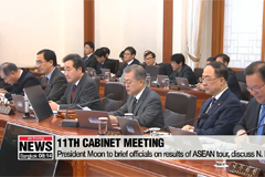 Pres. Moon urges cabinet to concentrate on reviving manufacturing industry