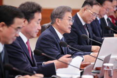 Pres. Moon promises more financial support for businesses with strong potential