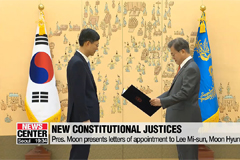Pres. Moon presents letters of appointment to new Constitutional Court justices