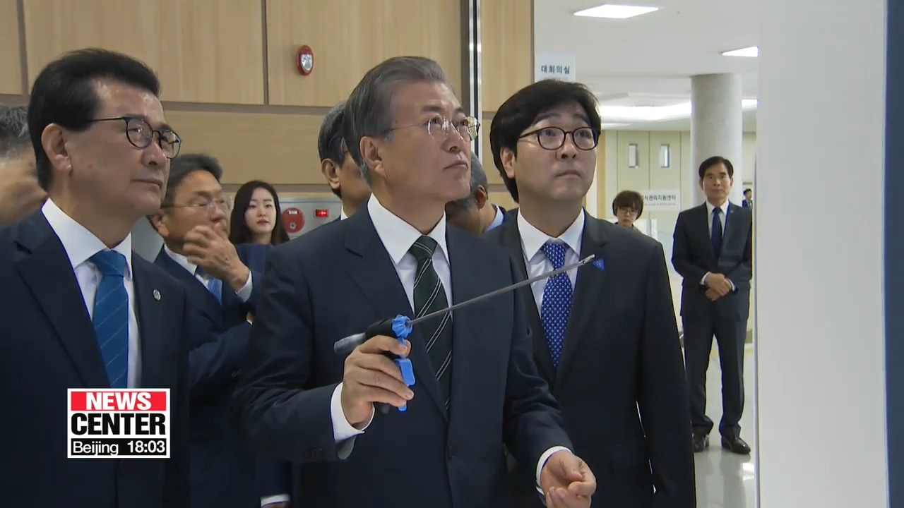 Moon promises gov't support to foster Korea's bio-health industry to become world leader