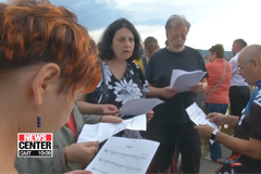Hungarians mourn loss of Korean tourists by singing 'Arirang'