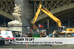 Salvage crews to lift boat from Danube on Tuesday