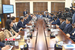 Pres. Moon brings forward the need for two-track approach with Japan