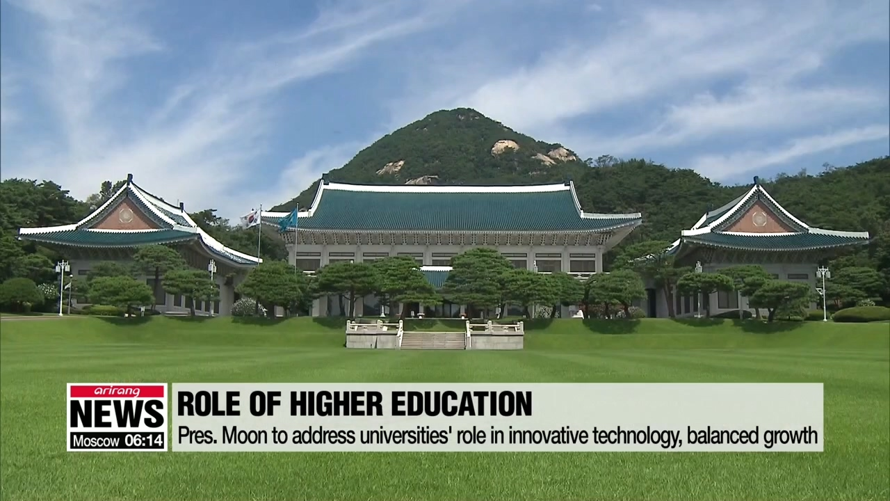 Pres. Moon asks national universities to help localize parts technologies