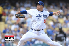 LA Dodgers' pitcher Ryu Hyun-jin hits career 1st MLB home run in his 13th win of season