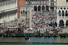 Venice to charge admission fee