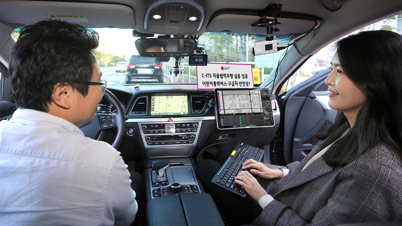5G driverless car detects jaywalkers, road accidents and ambulances along Seoul street