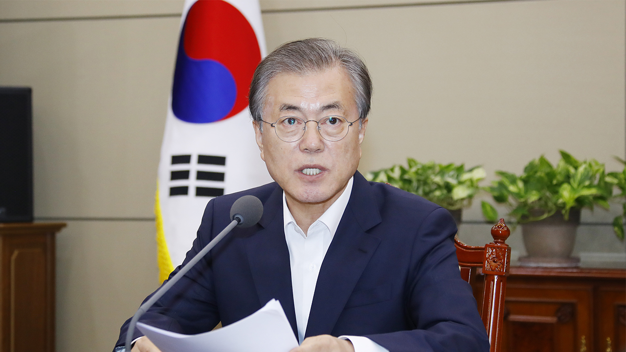 President Moon to discuss ways to revitalize S. Korean economy at meeting with top aides