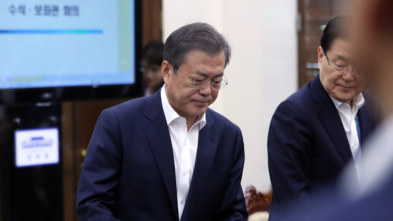 Moon vows to complete prosecution reform despite resignation of Justice Minister