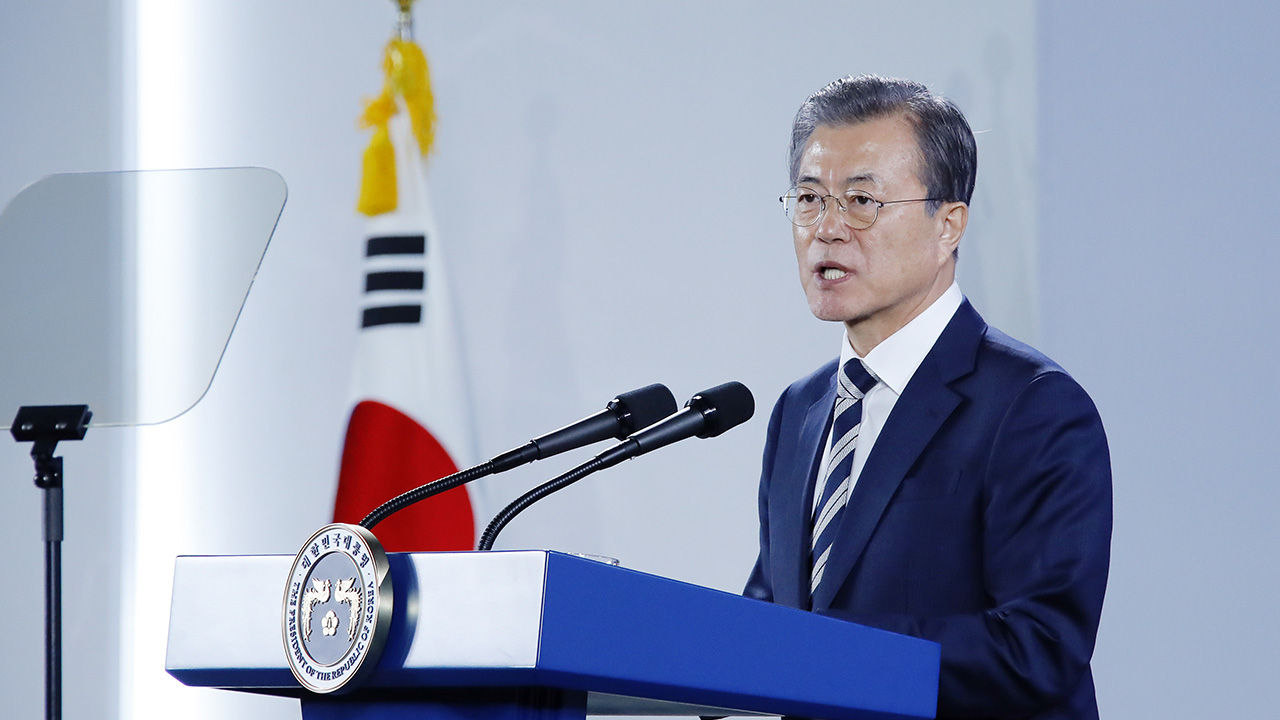 S. Korea to be the world's first and best in future cars: Pres. Moon