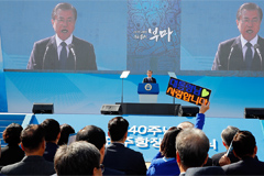 President Moon calls for better democracy at event commemorating Busan-Masan Democratic Protests