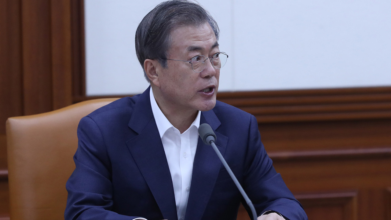 President Moon emphasizes need to expand government expenditure at times when global economy slows down