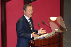 Moon focuses on creating fair society and calls on N. Korea to respond during budget speech at National Assembly
