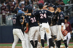 Bears beat Heroes in Game 3 to move within one win of S. Korean baseball championship