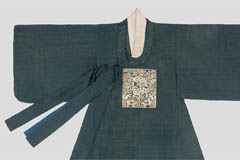 Traditonal Korean wedding attire for men collected 110 years ago on display for the first time in S. Korea