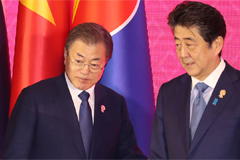 President Moon and Japanese PM Abe agree to solve issues through dialogue during first sitdown in over a year