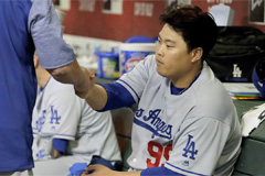 LA Dodgers' S. Korean pitcher named Cy Young Award Finalist
