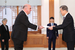 Moon receives credentials from 12 new foreign ambassadors