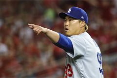 Ryu Hyun-jin returns home after coming 2nd in National League Cy Young Award voting