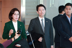 Rival party floor leaders depart for Washington to discuss defense cost-sharing
