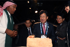 S. Korean culture minister and UNESCO agree to work toward recognizing DMZ as World Heritage