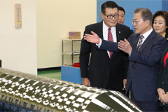 Moon renews resolve to turn S. Korea's semiconductor sector become world's number one
