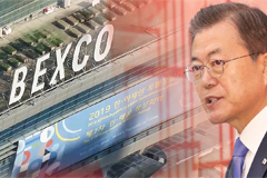 President Moon arrives in Busan to officially begin schedule at ASEAN-KOREA summit