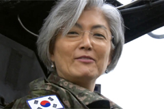 S. Korea's FM visits Osan Air Base to encourage S. Korean, U.S. troops