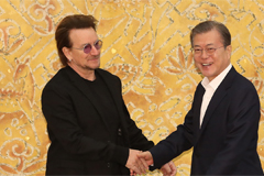 Moon expresses appreciation for U2's message for peace on Korean Peninsula