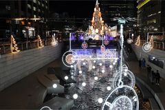 Seoul Christmas festival begins in light-filled downtown