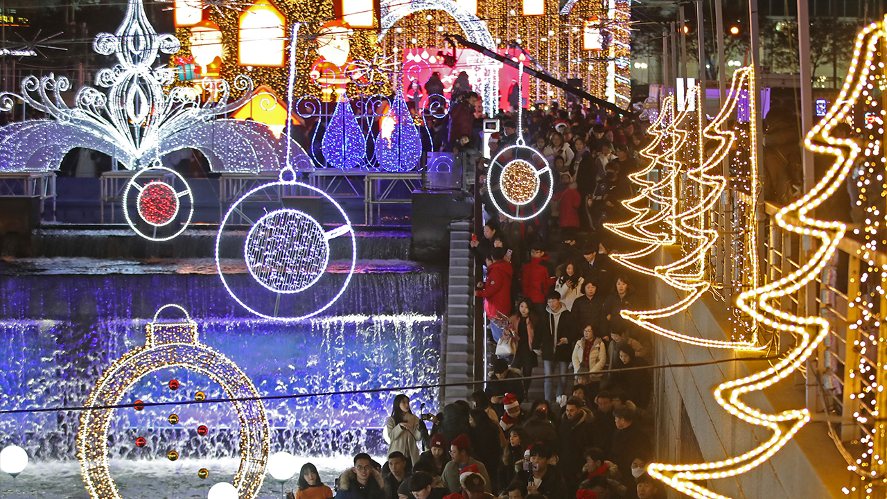 2019 Seoul Christmas Festival brings holiday cheers to Cheonggye Plaza