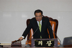 Nat'l Assembly speaker Moon Hee-sang submits 2 bills on Japan's forced labor issue